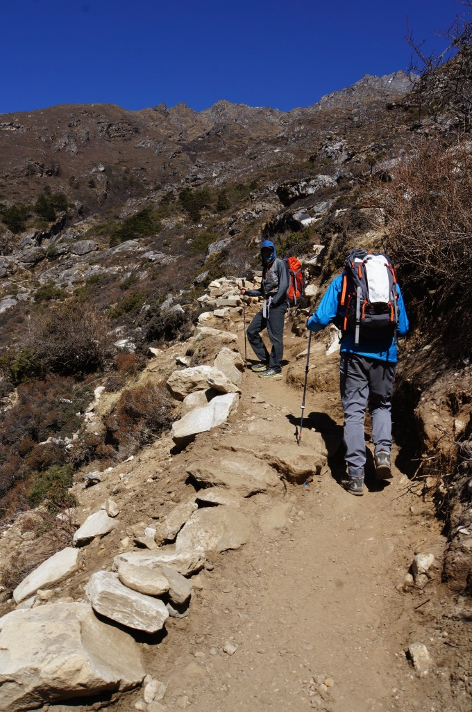 Moving higher on the way to Pangboche.