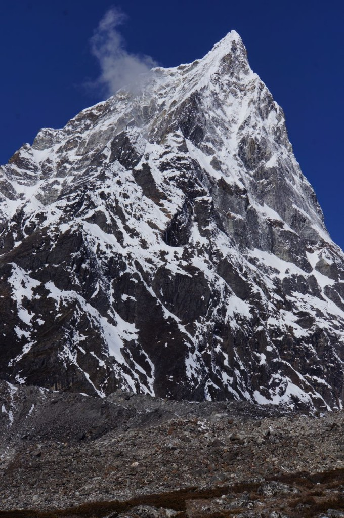 Cholatse seen from just beyond Pheriche.