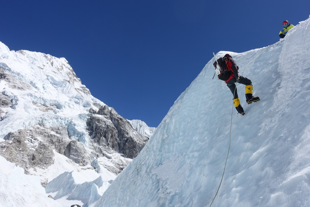 Rapelling the ice with figure-of-8 device.