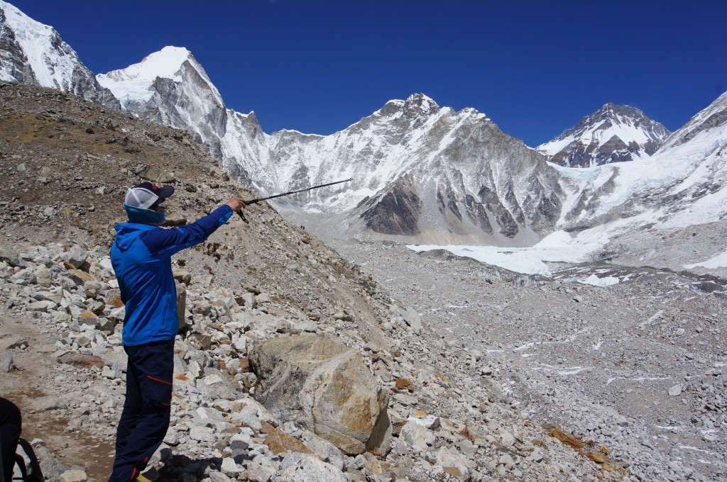 Andy points out features of the upper Khumbu.