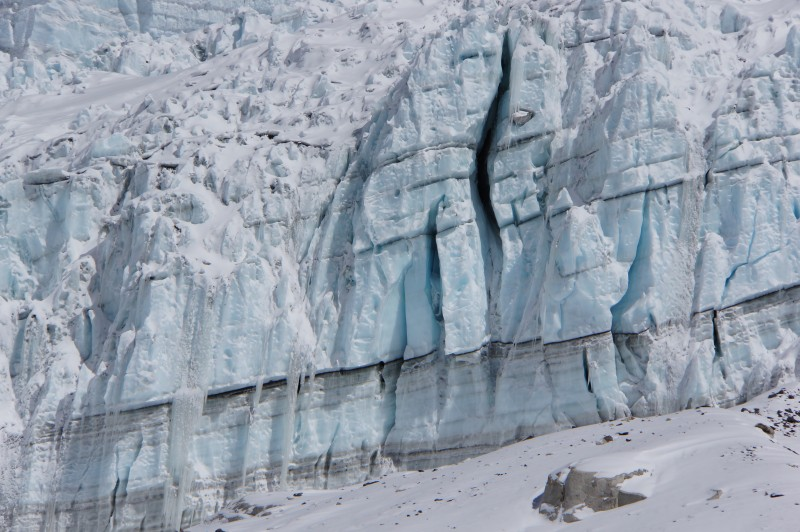 Closeup of the ice cliff in telephoto. Check the boulder trapped in the ice just right of the big crack.