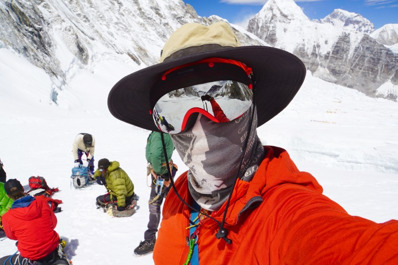 Selfie from Nuptse Corner, wearing my awesome MEE Barkeaters by Zee Goggles.