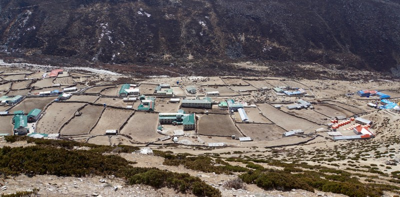 Dingboche from above. This village is separated from Pheriche by the medial moraine.