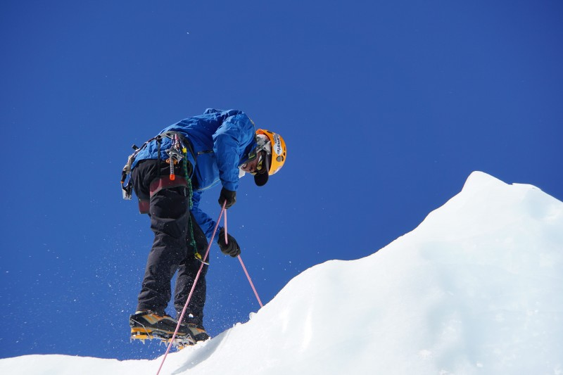 Dawa Sherpa prepares the top anchor on the ascent line.