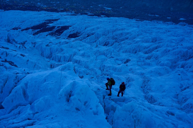 Siva and his sherpa make progress in the early upper icefall. (Photo: Justin Merle)