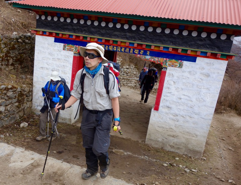 Eddie enters Tengboche with confidence and style. (Photo: Yiorgos Mikris)