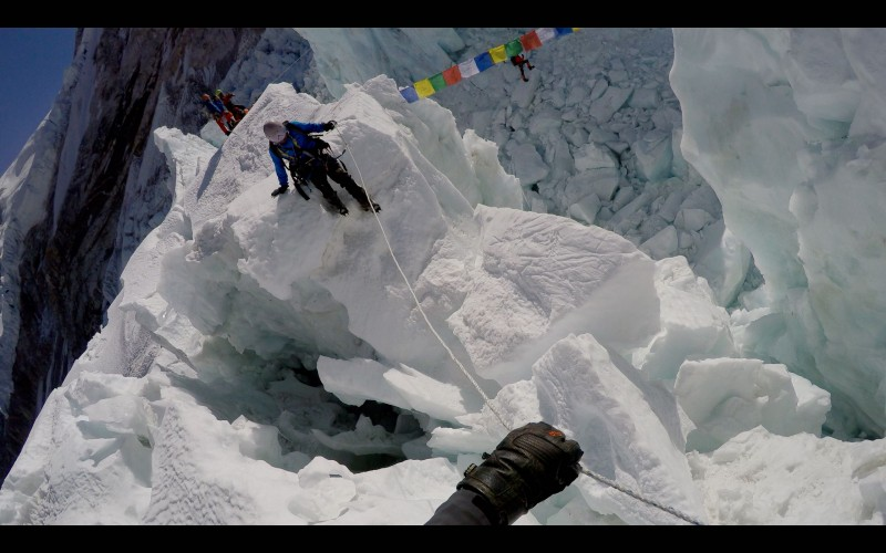 Ang Pemba negotiates an ice fin above the Pit. (GoPro screenshot)