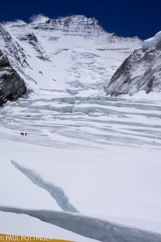 The Cwm, ending with Lhotse. Rollers in fine form... little traffic today.